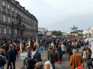 Manifestação para dar as boas-vindas aos refugiados em Copenhague - 12/09/2015 / Demonstration welcomes refugees in Copenhagen.