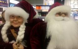 Enfeites e acessórios à venda para enfeitar o Natal na Dinamarca.