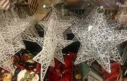 Estrelas de Natal à venda em loja da Dinamarca.