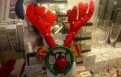 Diadema de Natal à venda em loja da Dinamarca.