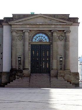 https://commons.wikimedia.org/wiki/File:Kbh_Oberstes_Gericht.jpg